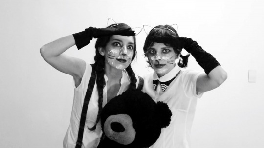 Image Caption: Featured image for 'El Dúo de las Hermanas Gato (The Cat Sister's Duet)'.